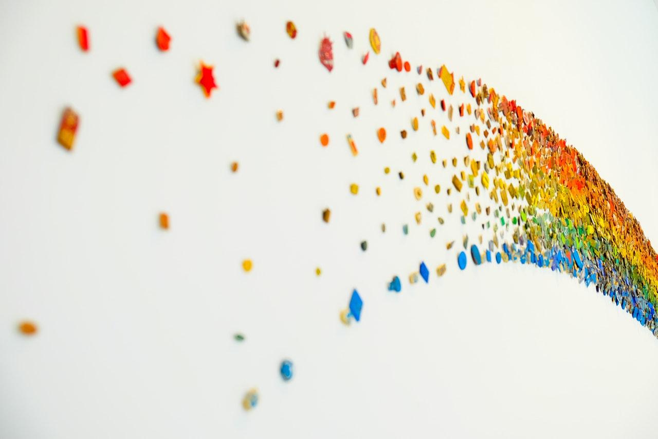 Regnbågsflaggan syns på Pridefestivalen